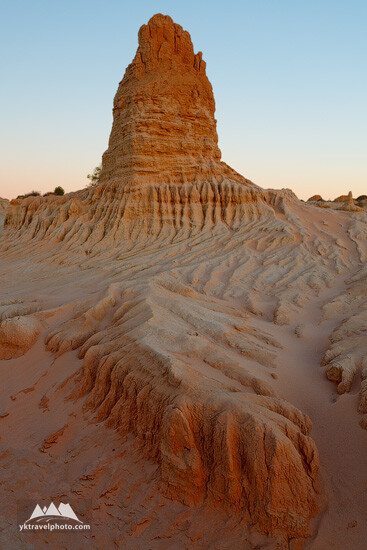 Walls of China Lunette Rock Formations, Mungo National Park, NSW, Australia